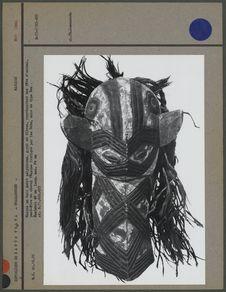Masque en bois tendre sculpté