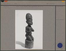 Statue en bois naturel : femme