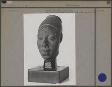 Moulage, tête en terre cuite trouvée à Ifa