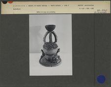 Faîte de case en poterie