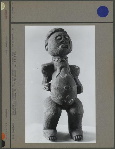 Bois sculpté, femme enceinte Bamiléké