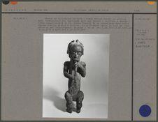 Figure de reliquaire en bois
