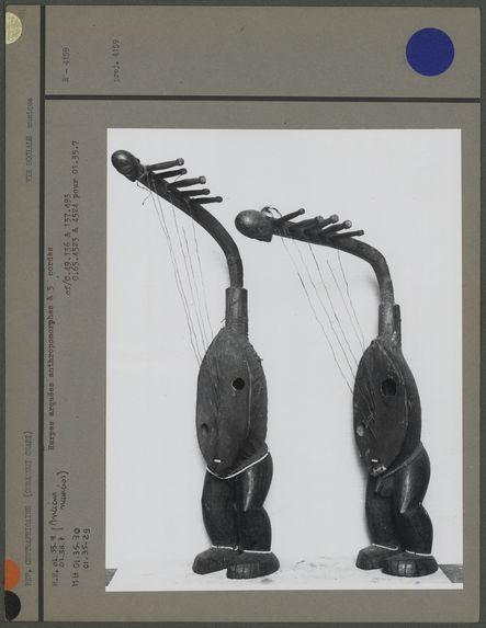 Sans titre [deux harpes en forme de corps humains]