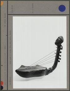Harpe arquée à 5 cordes, bois et peau
