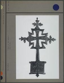 Croix en bois sculpté