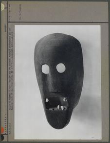 Masque en bois probalement Bantou