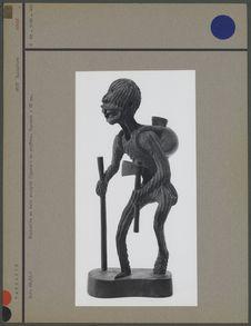 Statuette en bois sculpté