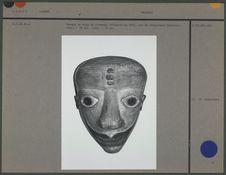 Masque en bois de fromager collecté en 1922