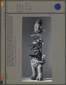 Statue magique transpercée de lames