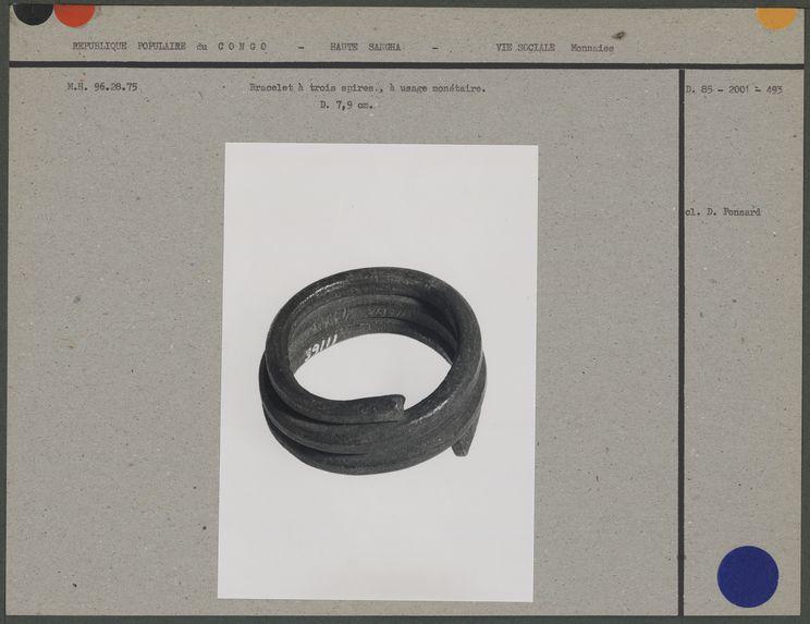 Bracelet à trois spires, à usage monétaire