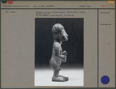 Statuette en bois, yeux en faïence blanche