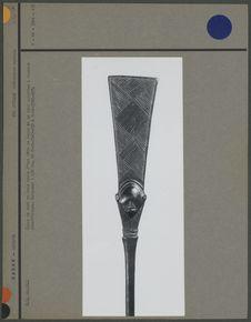 Canne de chef en bois ornée d'une tête de Janus