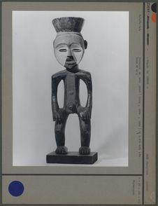 Statuette en bois peint