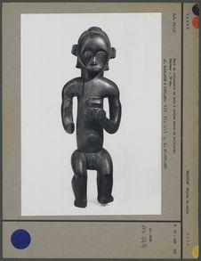 Haut de reliquaire en bois à patine noire