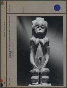 Statuette en bois patiné