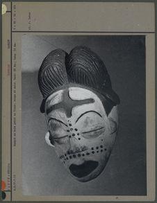 Masque, bois peint