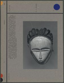 Masque de femme défunte