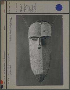 Masque en bois peint