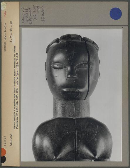 Statue fang pour surmonter une boîte contenant des crânes d'ancêtres