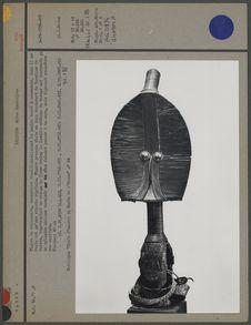 Figure de reliquaire presque plate en bois