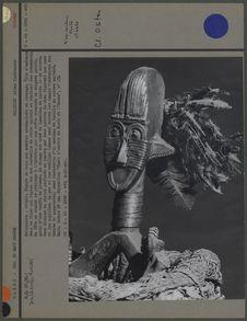Figure en bois aux membres en losange : détail de la tête