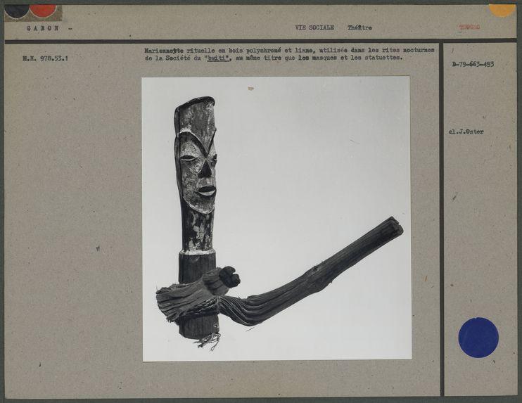 Marionnette rituelle en bois polychromé