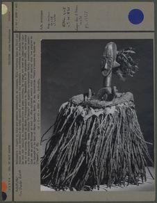 Figure en bois aux membres en losange