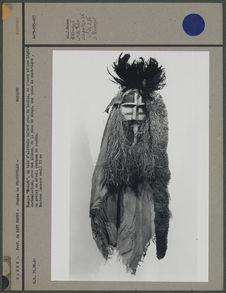 Masque en bois d'alstonia coloré avec du kaolin