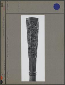 Bâton de bois sculpté