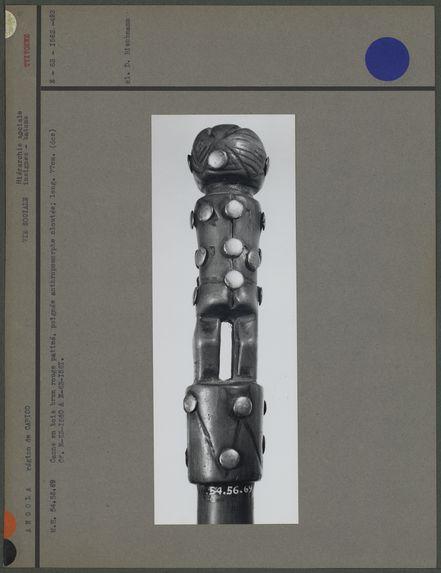 Canne en bois, poignée anthropomorphe cloutée (dos)