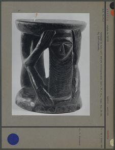 Tabouret en bois noir sculpté anthropomorphe