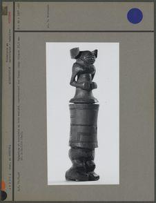 Tabatière et couvercle en bois (trois-quarts)