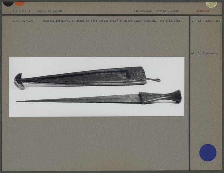 Couteau-poignard et gaine, bois décoré