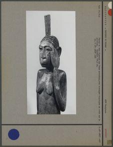 Statue en bois