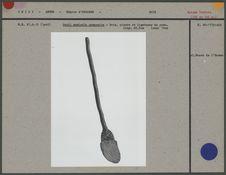 Outil agricole composite : bois, pierre