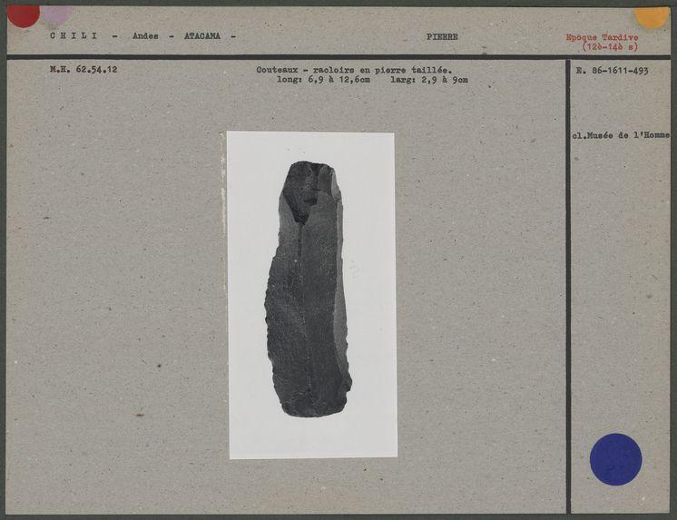 Couteau-racloir en pierre taillée