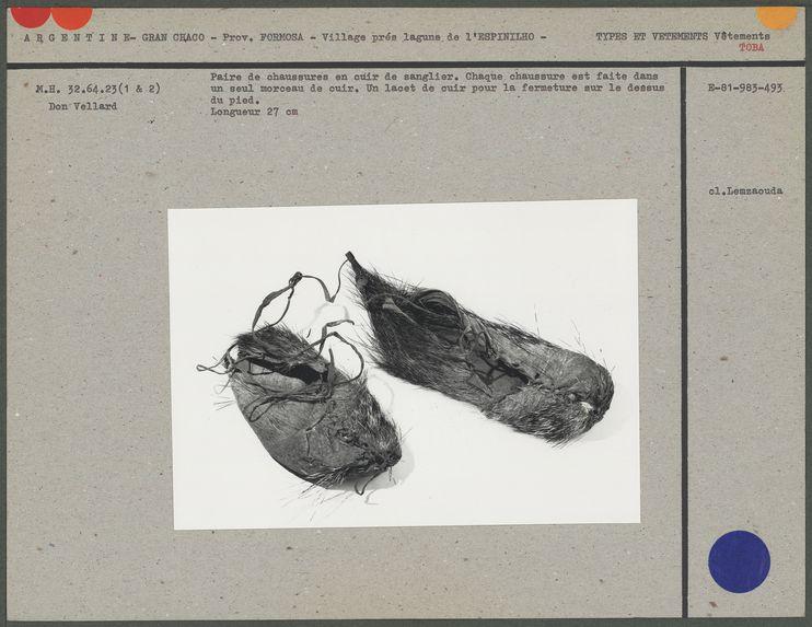Paire de chaussures en cuir de sanglier