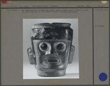 Vase céphalomorphe en céramique