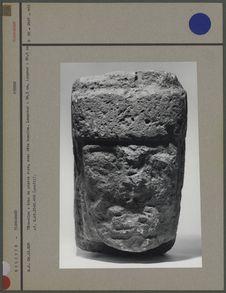 Tête-clou : bloc de pierre rose