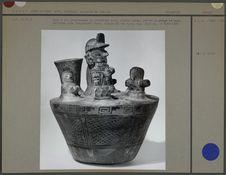 Vase à six personnages en céramique