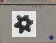 Brise-mottes ou massue en pierre polie