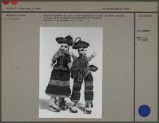 Couple de poupées en laine tricotée multicolore