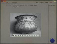 Vase polychrome en céramique peinte