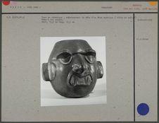 Vase en céramique : tête d'un être mythique