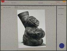 Vase en céramique à col ouvert, phoque