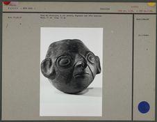 Vase en céramique à col ouvert : tête humaine