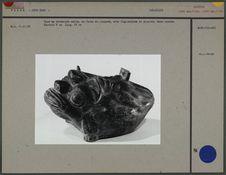 Vase en céramique noire en forme de crapaud