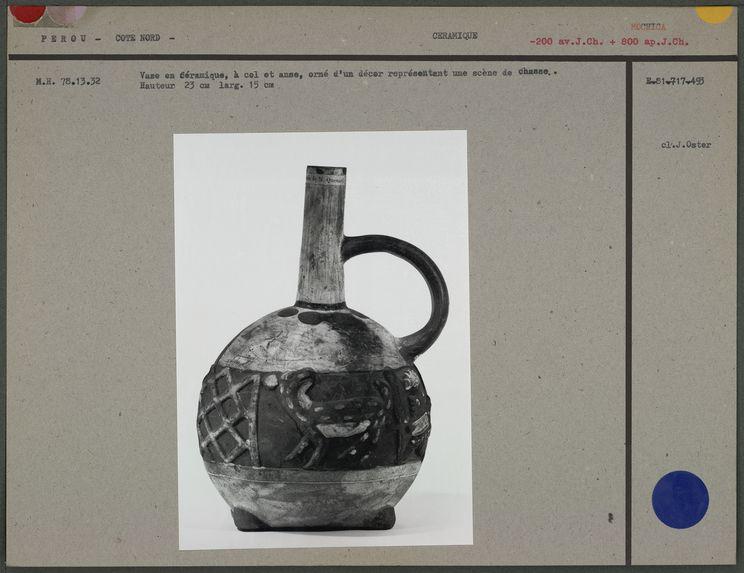 Vase en céramique à col et anse