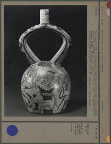 Vase à anse en étrier en céramique peinte polychrome
