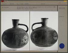 Vase en céramique rouge, anse en ruban